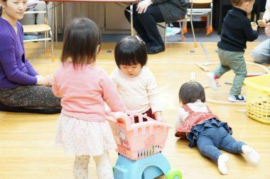 少し月齢の高いお友達との自由遊び